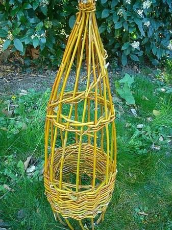 Réaliser une tour à plantes grimpantes en osier